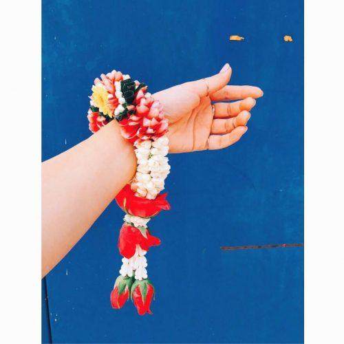 タイ出張。 工場の女の子が民族衣装着て、ステキな花飾りをくれました。