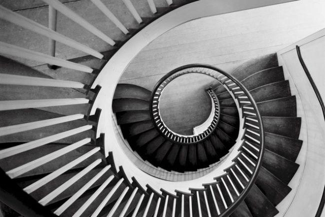 黒い螺旋階段、男と女