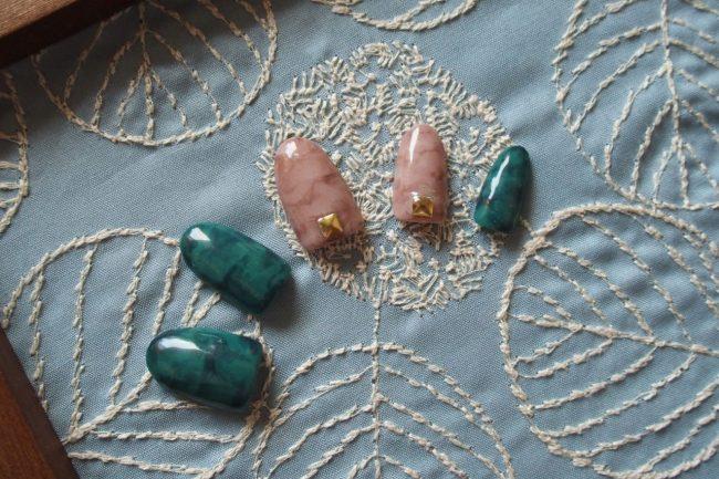 セルフネイルでもシックな色合いが素敵な天然石ネイル