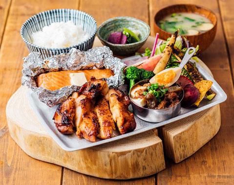 キコリ食堂 炭火焼き四種盛り定食