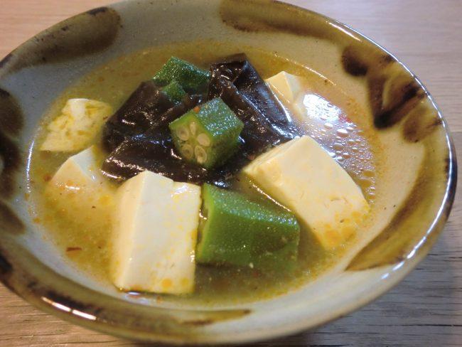 豆腐とオクラと黒きくらげの薬膳スープ