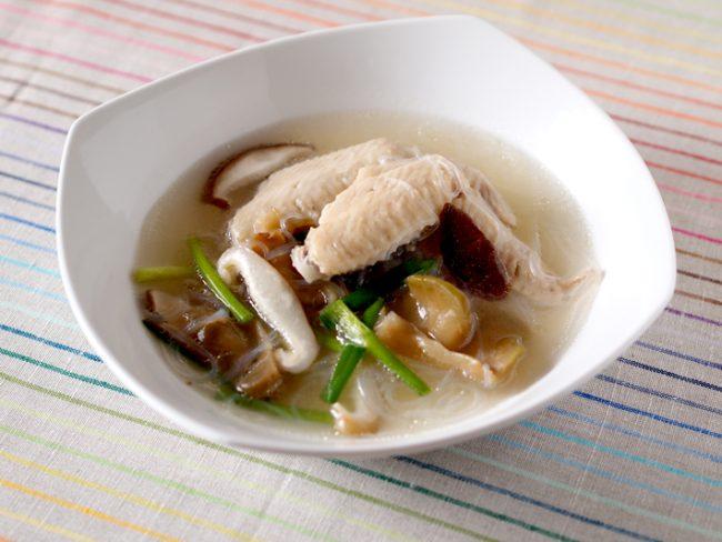 【レシピ】美肌+αの効果抜群!コラーゲンたっぷり鶏手羽スープ