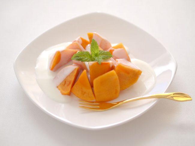 【レシピ】美味しいデザートで風邪予防!柿とヨーグルトクリームのデザート