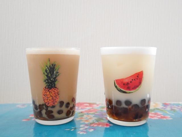 タピオカミルクティーと緑茶ヤクルト