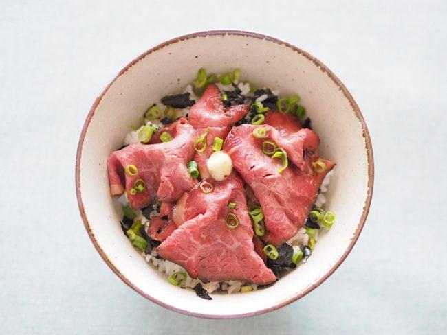 【レシピ】ローストビーフ丼で美容ビタミンをたっぷりGET!