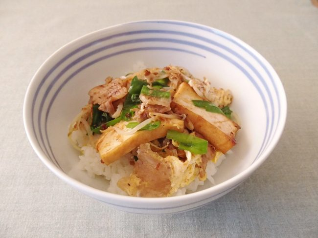 【レシピ】新年度にパワーを注入!ニラと豚肉のチャンプル丼