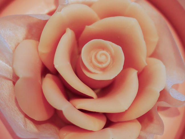 大切なメッセージは薔薇のチョコレートに込めて