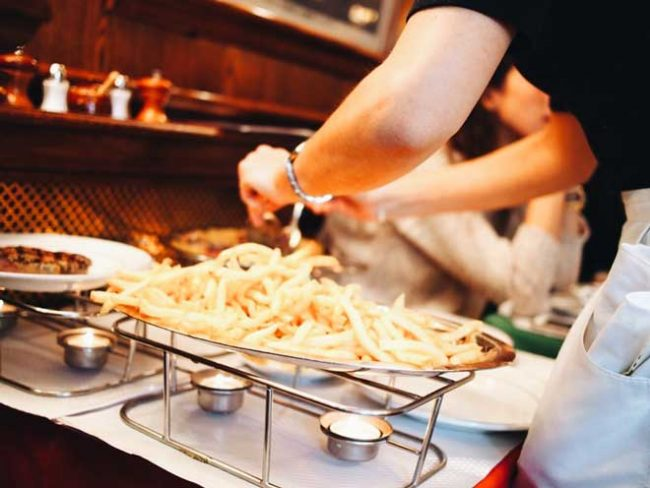 メニューはステーキ1種類のみ!パリジャンに大人気レストラン