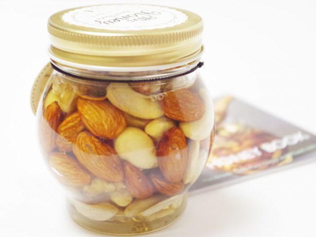 今、話題のナッツの蜂蜜漬けで笑顔を贈ろう