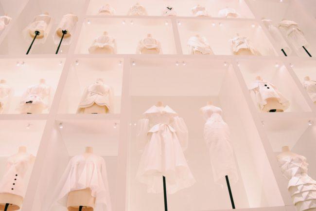 パリ・装飾芸術美術館の展示「クリスチャン・ディオール、夢のクチュリエ」