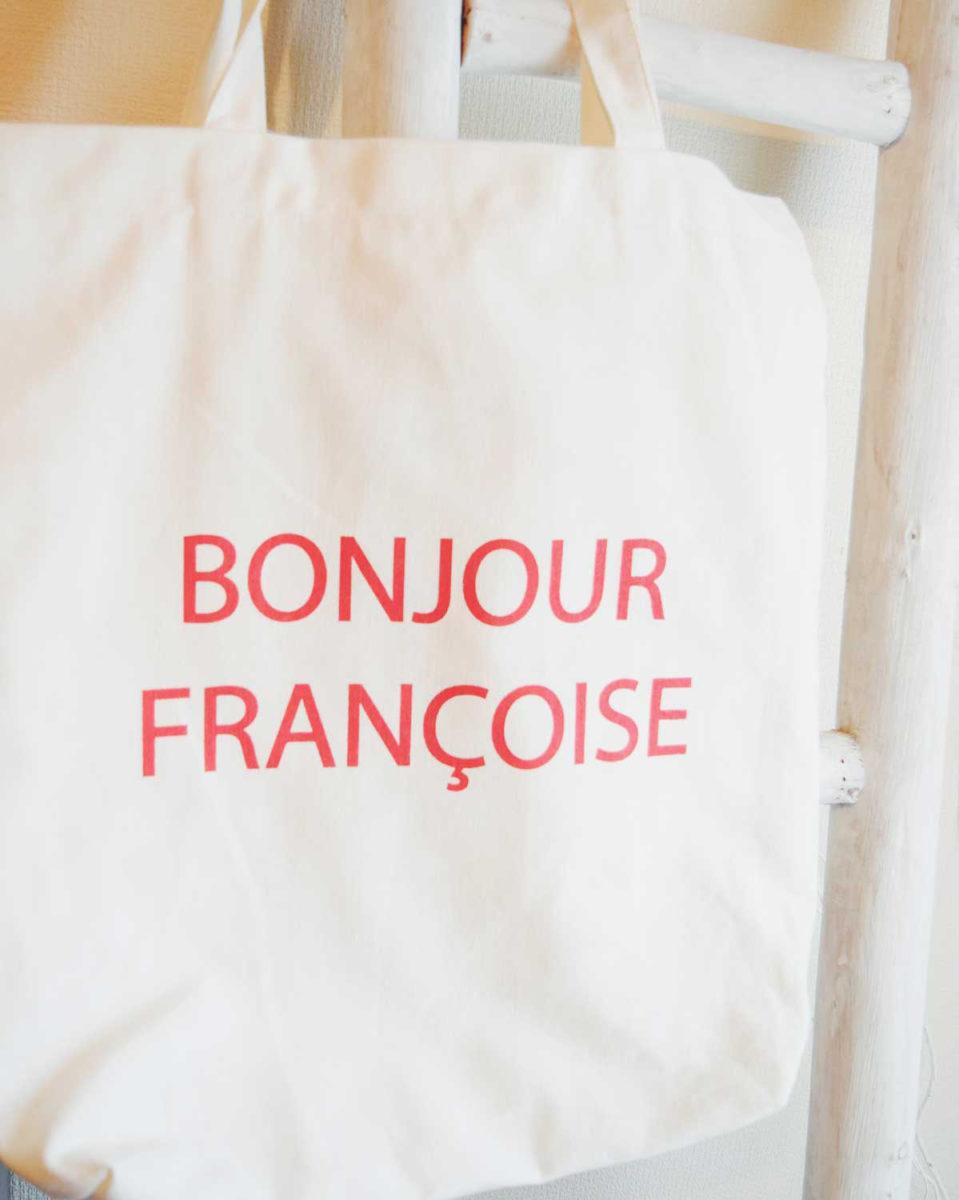 モノプリで購入したBonjour Françoiseと書かれたトートバッグ