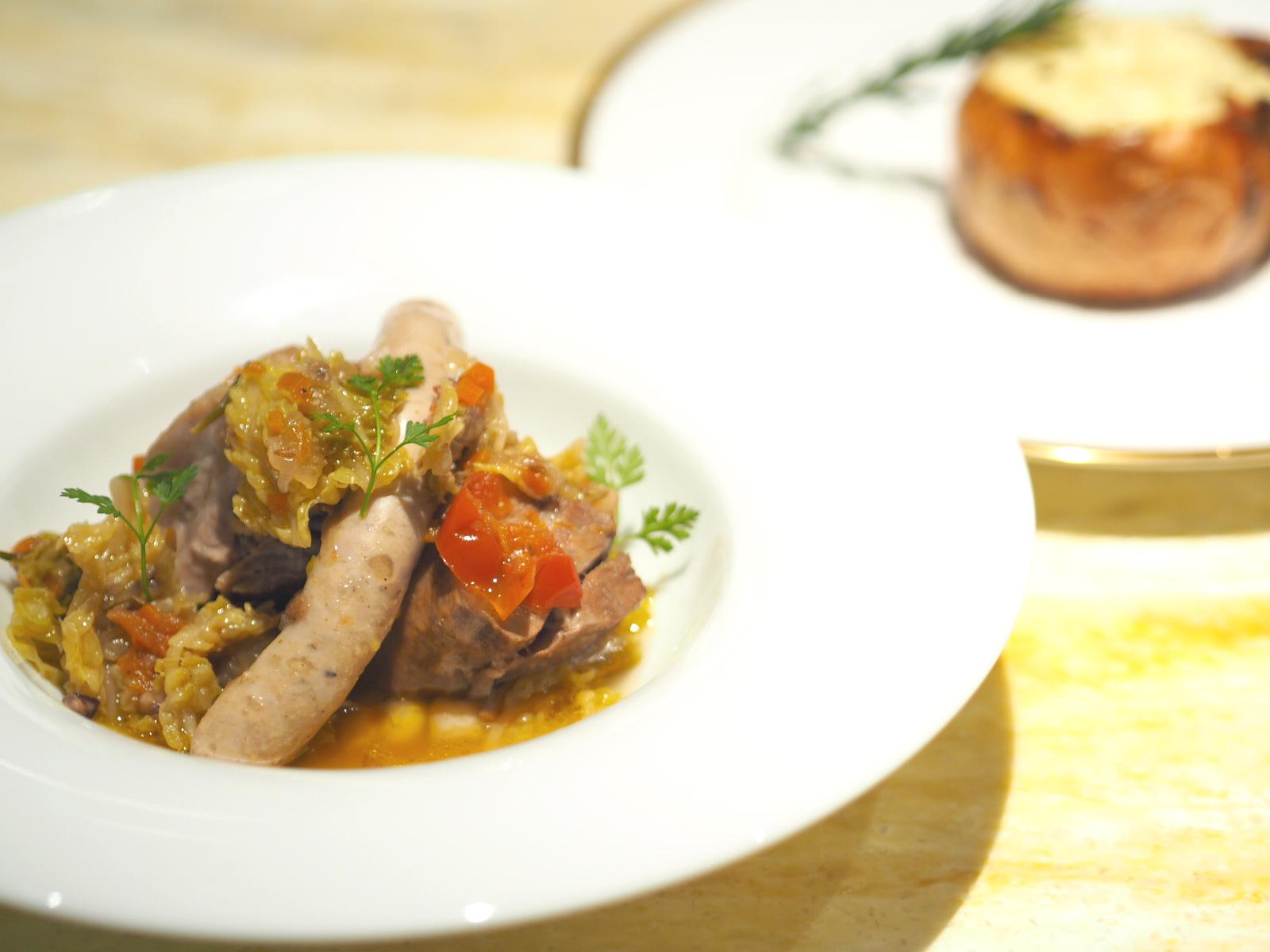 【レシピ】丸ごと玉ねぎのオーブン焼きと豚肉とちりめんキャベツの煮込み