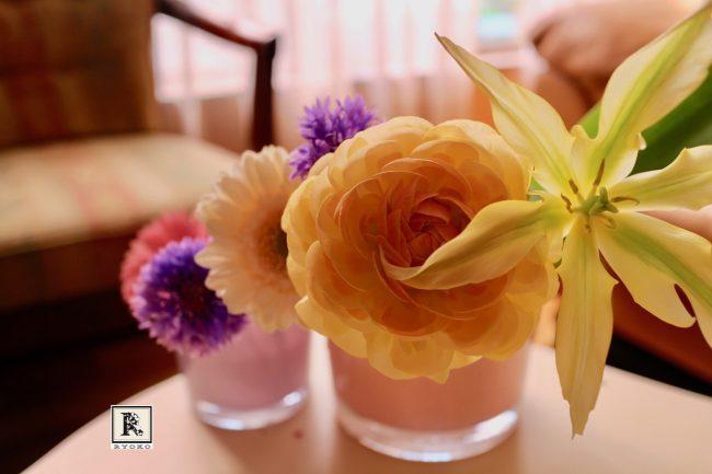 【フラワーアレンジ】春の花をならべて飾る