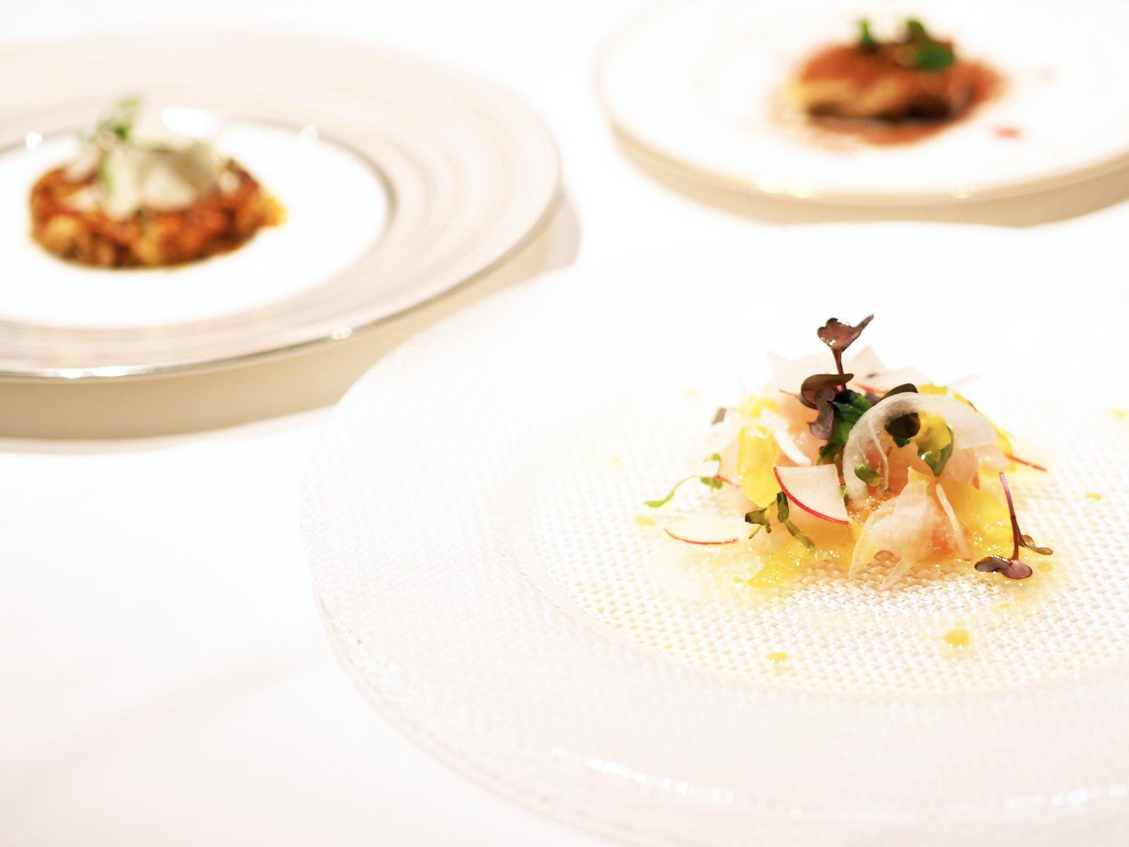 鮮魚のカルパッチョ和風スタイル・桜海老とアスパラガスの焼きリゾットとティラミス