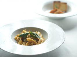 【レシピ】牛モツのトマト煮込みと海老と万願寺唐辛子のトラパネーゼのパスタ