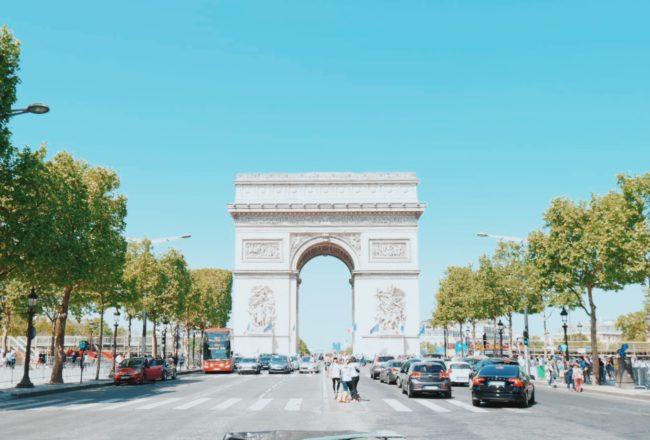 シャンゼリゼ通りは毎月第一日曜日が歩行者天国!