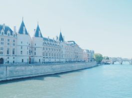 かつての牢獄 パリ・コンシェルジュリーにセーヌ川が流れる!?