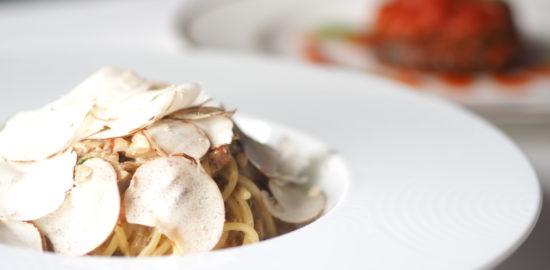 【レシピ】秋はきのこを味わう!マッシュルームのスパゲッティとジャンボしいたけの肉詰め