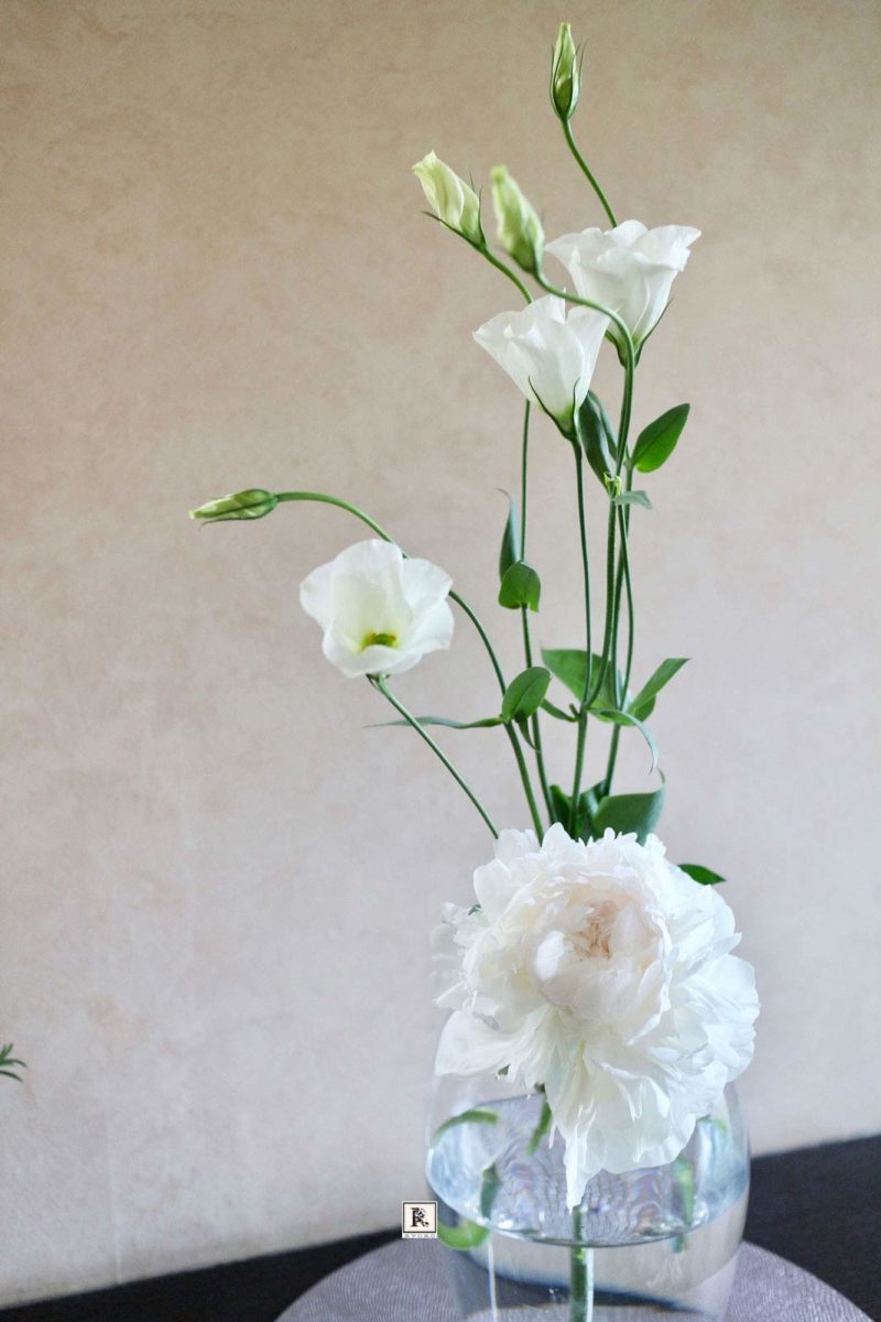 芍薬とトルコキキョウ