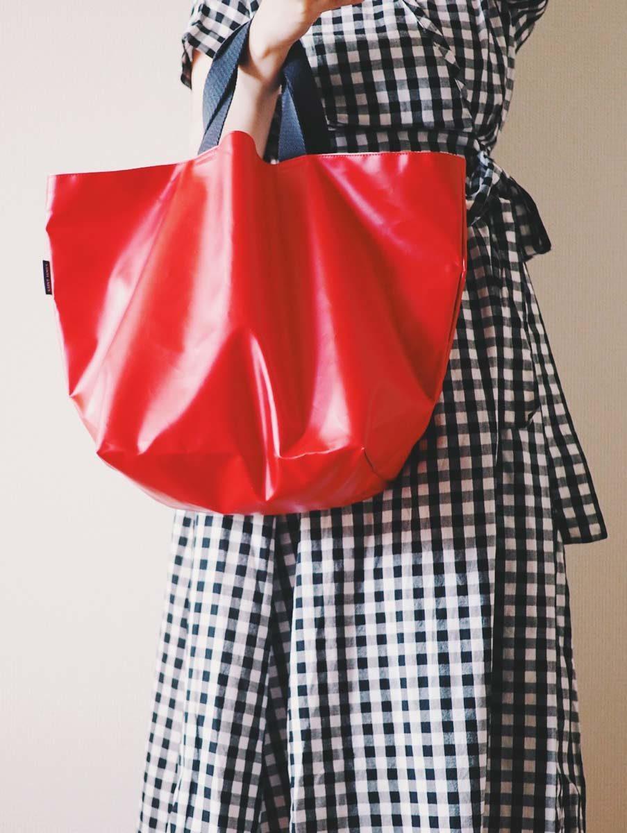 セントジェームズの赤いトートバッグ