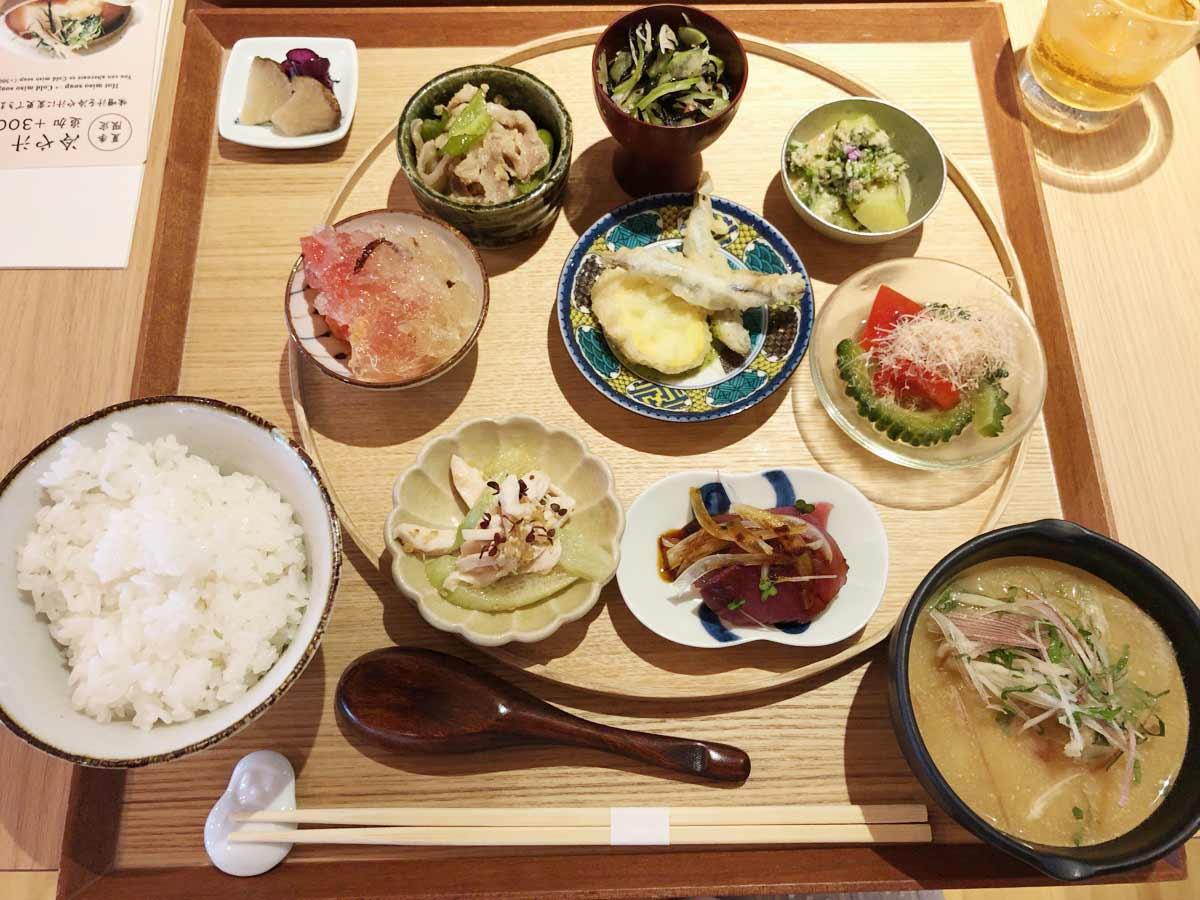 【季節の小鉢膳】(お漬物/お味噌汁付)