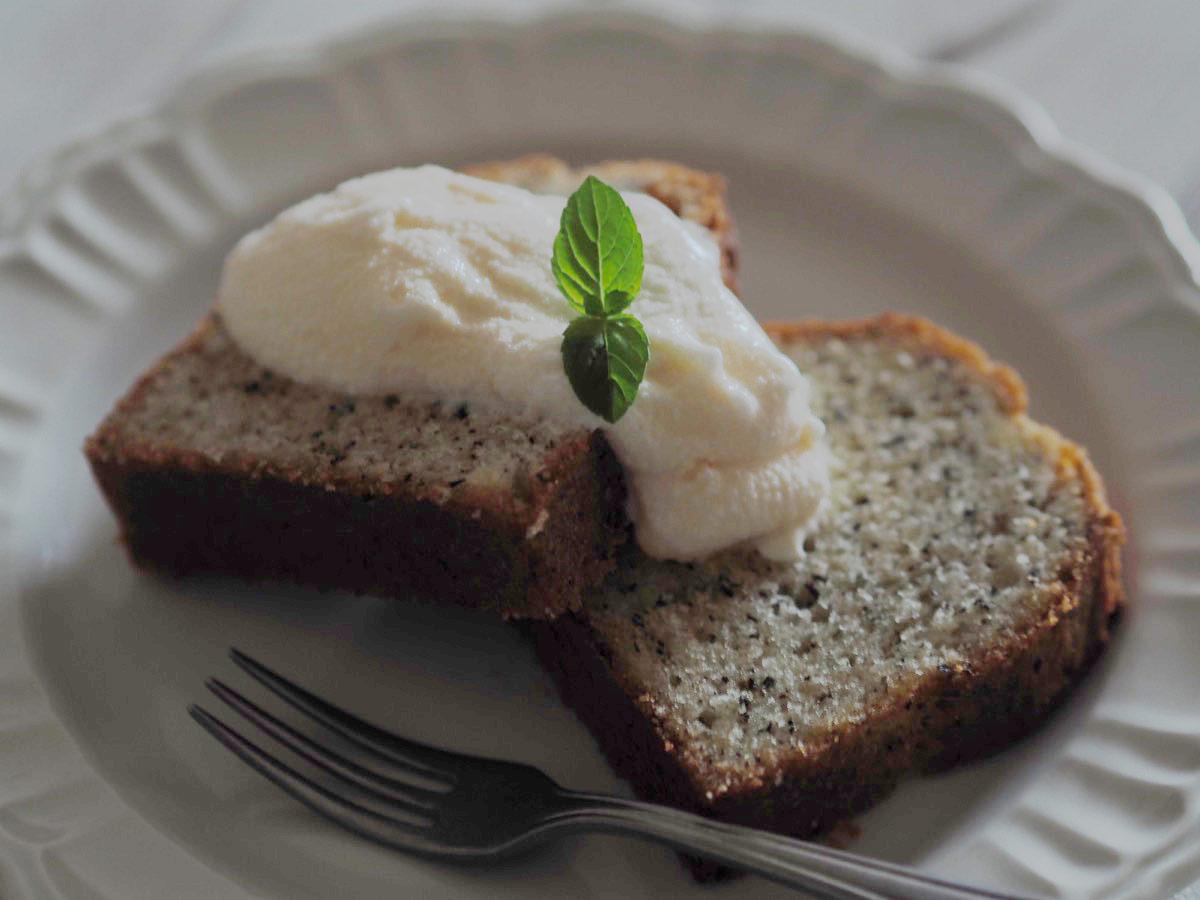 紅茶のパウンドケーキのバニラアイス添え
