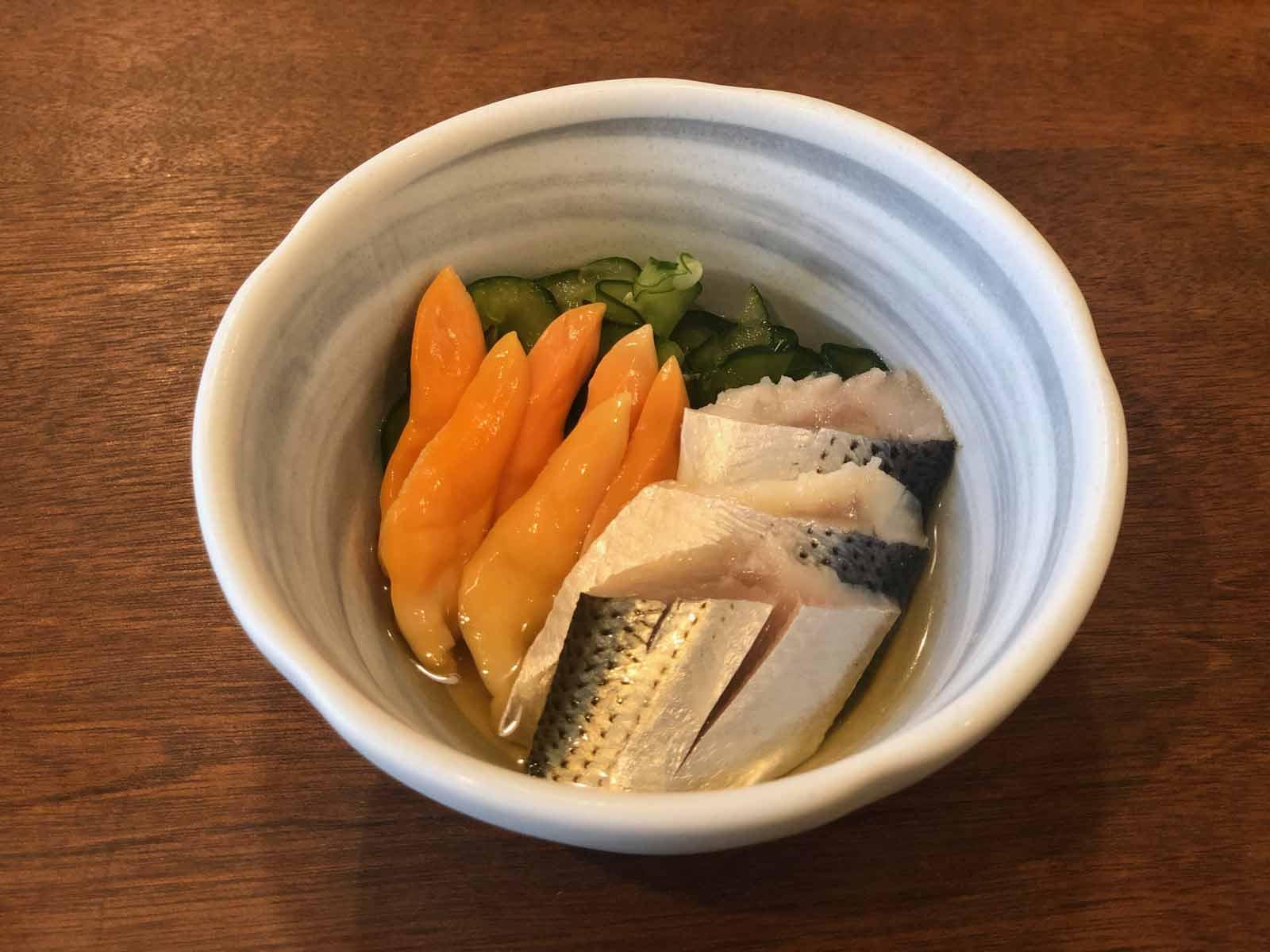 ごはんや魚正 コハダとアオヤギの酢の物