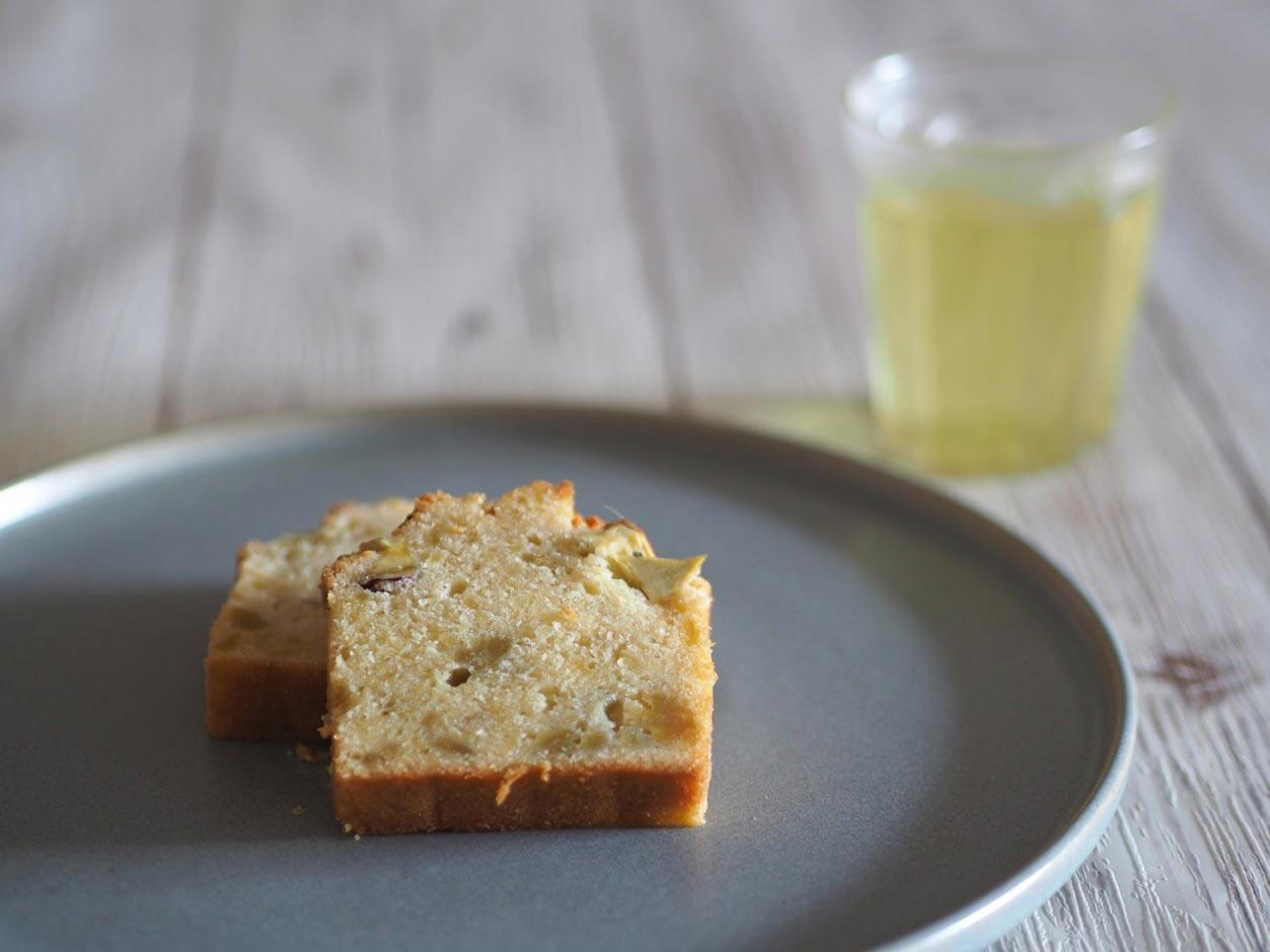 さつまいものパウンドケーキと緑茶