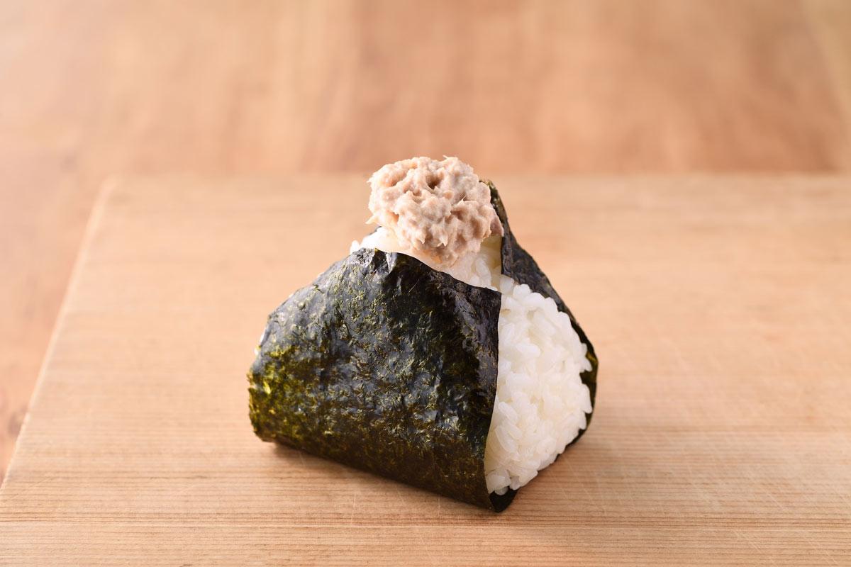 ツナマヨネーズ おむすび ごっつ食べなはれ