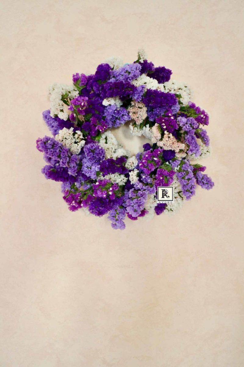 紫の花で作るリース