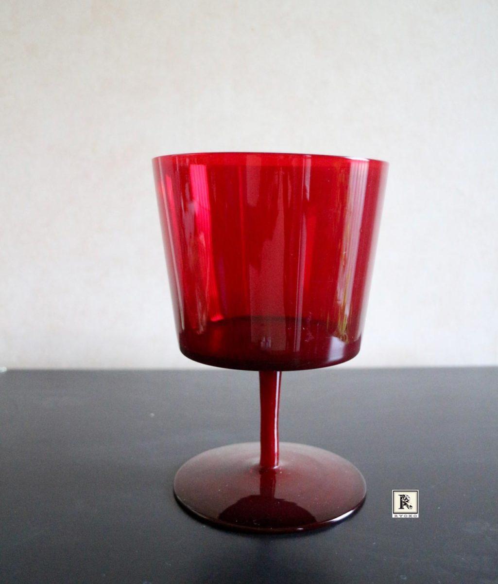 赤のガラスの花器