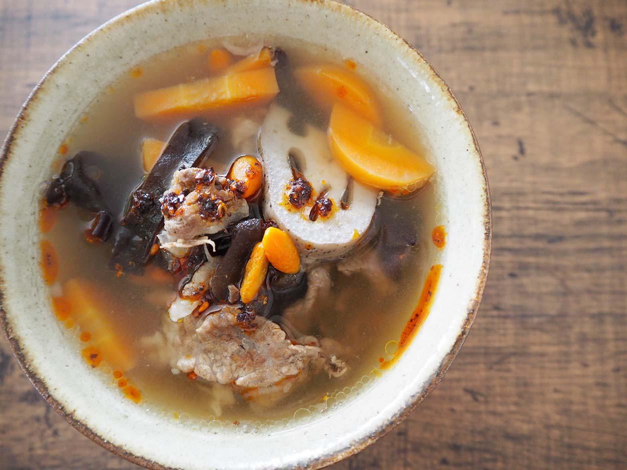 牛肉の赤黒スープ