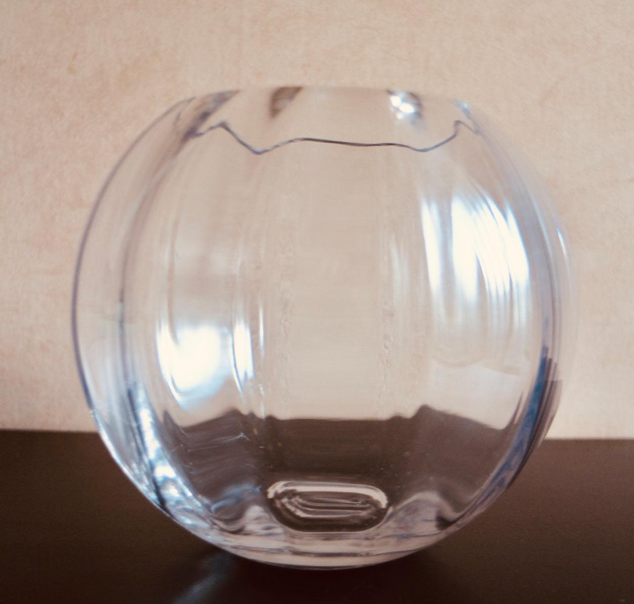 球体のガラスの花器