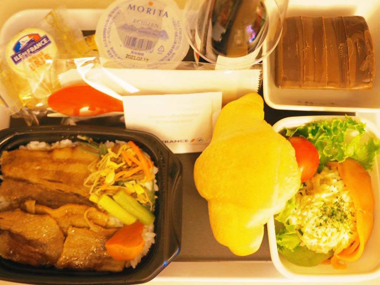 パリ シャルル・ド・ゴール空港早朝着 真似っこ機内食