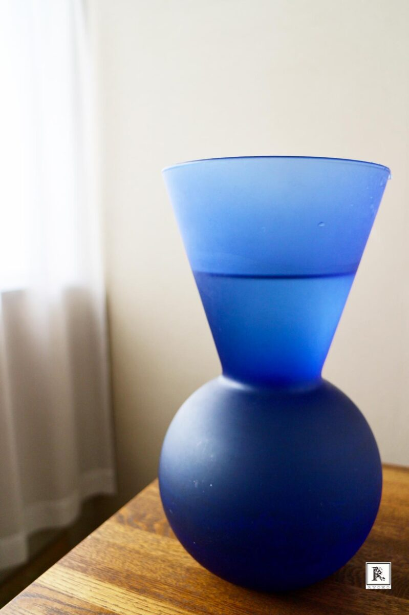 ブルーの花器
