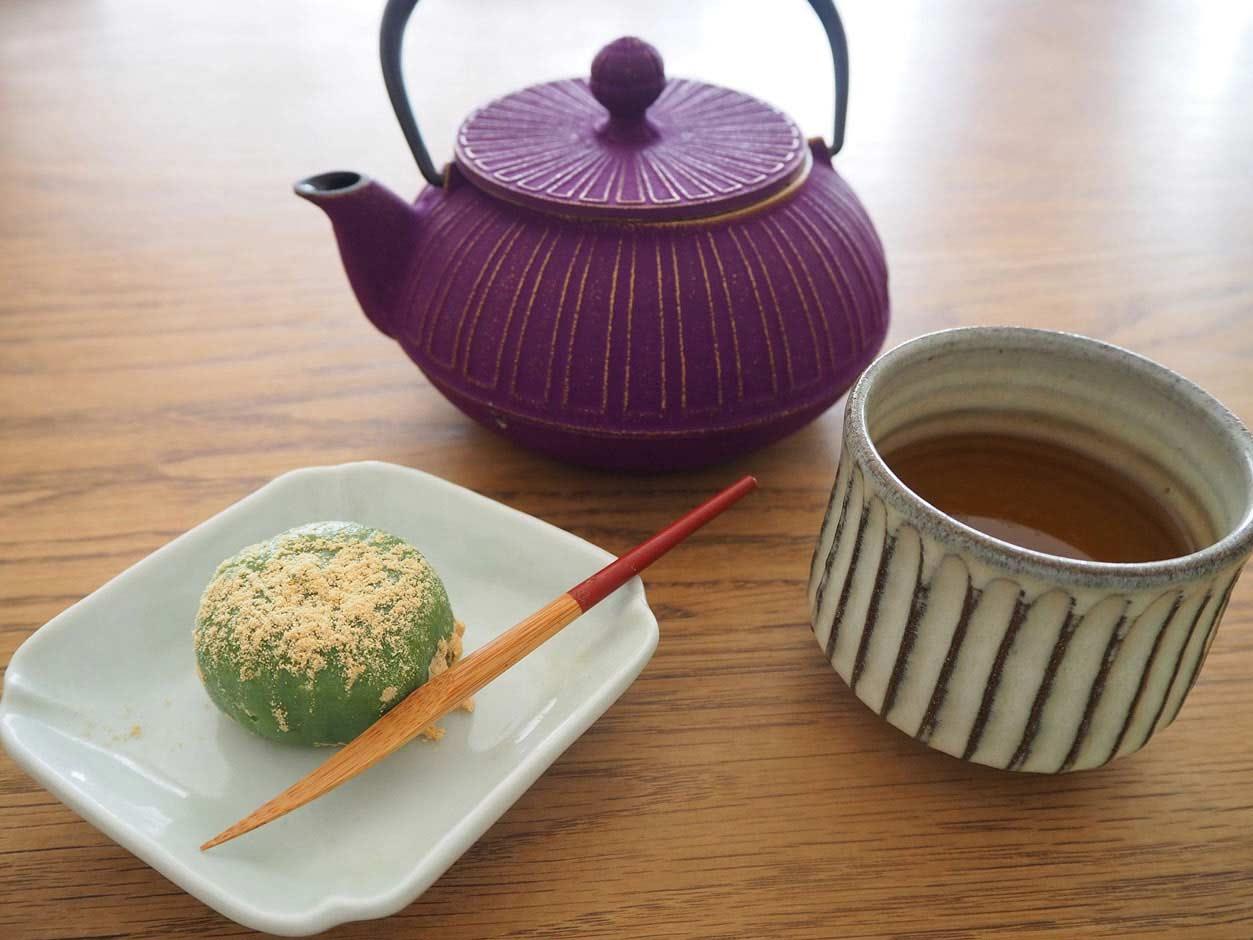 お茶と草餅