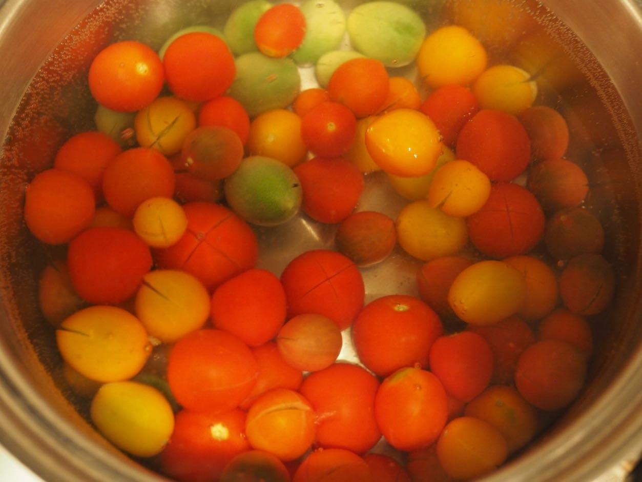 ミニトマトを湯むき