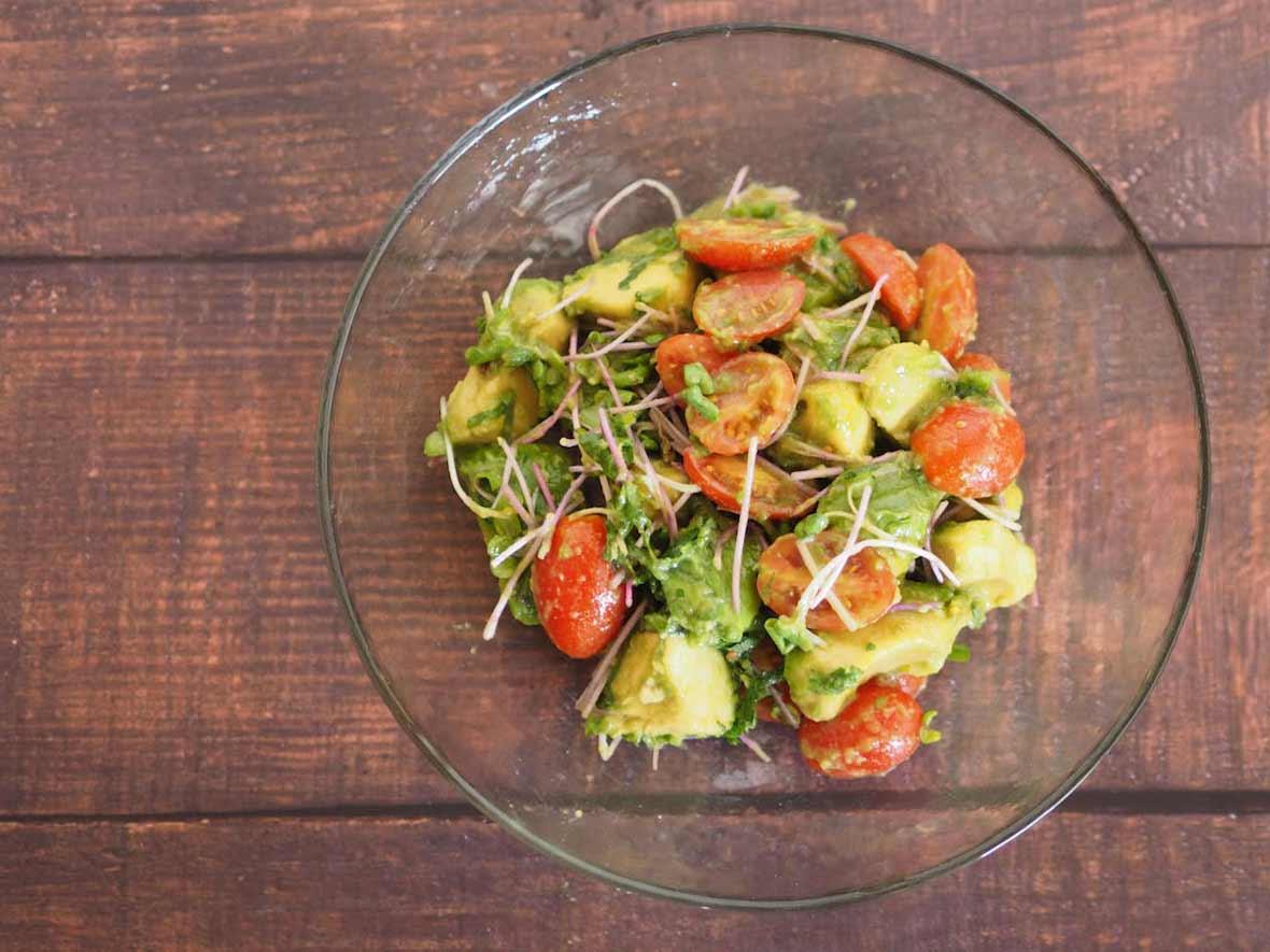 アボカドとプチトマトのサラダ