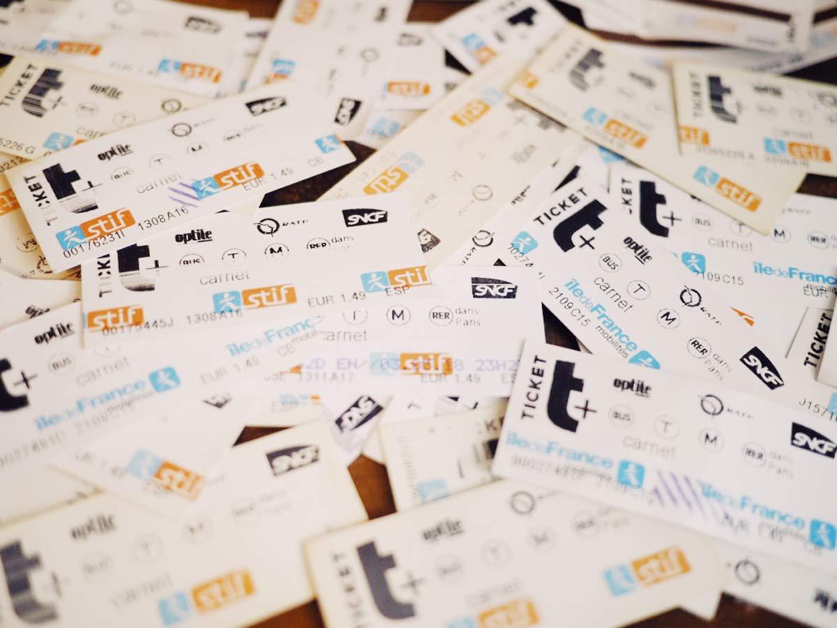 パリ メトロの紙の切符